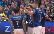 Volleyball Finale, Playoffs: Heute hatte nur der VfB Friedrichshafen Grund zum Feiern. Im ersten Spiel überrollten sie die Gäste aus Berlin regelrecht