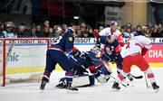 Der EHC Red Bull München (Blau) steht im Finale der Champions Hockey League