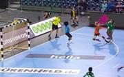 Die Niederlande (orange) gewinnen klar gegen Kamerun
