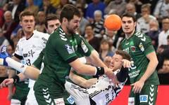 Der THW Kiel (weiß) und die Füchse Berlin treffen im EHF-Cup-Finale aufeinander