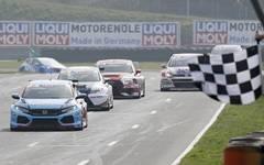Bann gebrochen: Mike Halder feiert im Honda Civic seinen ersten TCR-Sieg