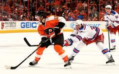 Jason Akeson in Aktion für die Philadelphia Flyers gegen die New York Rangers