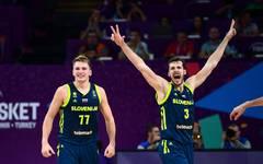 Die Mannschaft aus Slowenien ringt Titelverteidiger und Favorit Spanien nieder