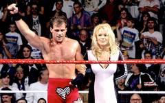 Shawn Michaels (mit Stargast Pamela Anderson) gewann den WWE Royal Rumble 1995 und 1996