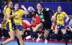 Julia Behnke (2.v.r.) und die deutschen Handball-Frauen sorgen bei der EM für eine Überraschung