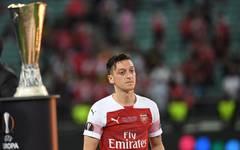 Fabregas kritisiert Özils Leader-Qualitäten
