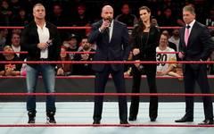 Shane McMahon, Triple H, Stephanie McMahon und Vince McMahon (v.l.) riefen bei WWE einen Neustart aus