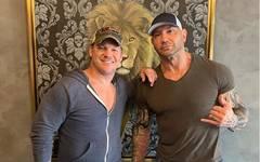 Chris Jericho (l.) will, dass Batista ihm von WWE zu AEW folgt