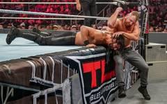 Dean Ambrose (r.) nahm Seth Rollins bei WWE TLC 2018 den Intercontinental Title ab
