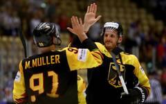 Korbinian Holzer (r.) stand zuletzt bei den Anaheim Ducks unter Vertrag