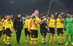 Borussia Dortmund feierte in der Bundesliga einen Sieg im Revierderby beim FC Schalke 04