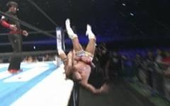 Kota Ibushi hatte bei dieser Aktion von Tetsuya Naito großes Glück im Unglück