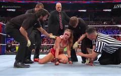 Ronda Rousey wurde bei den WWE Survivor Series 2018 von Charlotte Flair attackiert
