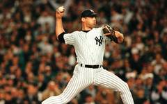 New York Yankees relief pitcher John Wetteland, sh