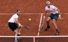 Jan-Lennard Struff (r.) und Tim Pütz bleiben im Davis Cup ohne Niederlage