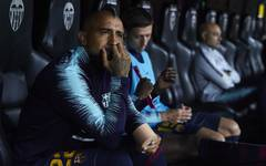 Ein gewohntes Bild in dieser Saison: Arturo Vidal auf der Ersatzbank des FC Barcelona