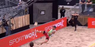 A la CR7: Spektakulärer Fallrückzieher beim Beachvolleyball