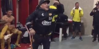 Krücken-Tanz! Maradona eskaliert in der Kabine