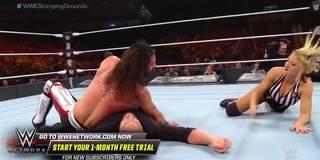Böse WWE-Ringrichterin biegt die Regeln