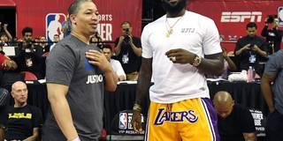 Von Lakers-Fans gefeiert: LeBron erstmals in den neuen Farben