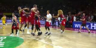 Nach irrer Aufholjagd: Bayern feiert Meister-Sweep
