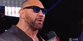 Hier brüllt sich Batista in sein letztes WWE-Match