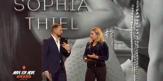 Laudatio auf sich selbst: Sophia Thiel wird bei Made for More Award überrascht