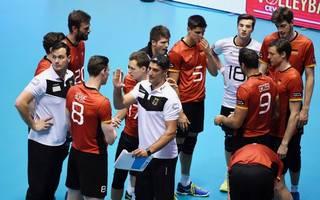 Deutsche Volleyball-Nationalmannschaft mit Trainer Andrea Giani
