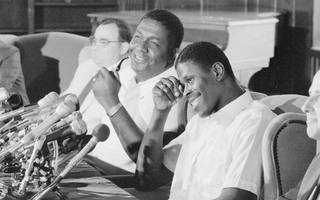 Patrick Ewing (r.) und sein College-Coach John Thompson