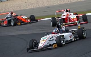 Roman Stanek gewann das 14. Saisonrennen der ADAC Formel 4