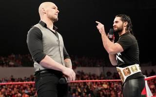 WWE Monday Night RAW steckt im Quoten-Tief - Baron Corbin (l., mit Seth Rollins) ist nicht der wahre Schuldige