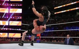 Beim WWE SummerSlam 2018 lief der Kampf zwische Roman Reigns (o.) und Brock Lesnar nicht wie erwartet