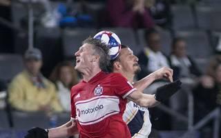 Bastian Schweinsteiger (l.) und Zlatan Ibrahimovic trafen zum MLS-Auftakt aufeinander