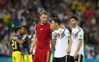 Manuel Neuer (l.) und Mesut Özil (M.) stammen beide aus der Schalker Jugend