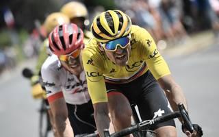 Greg Van Avermaet (v.) vom BMC Racing Team führt nach der härtesten Flachetappe der Tour weiter das Gesamtklassement an
