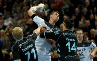 Handball: Hannover-Burgdorf verlängert mit Evgeni Pevnov, Evgeni Pevnov (rechts) spielte in der vergangenen Saison beim VfL Gummersbach