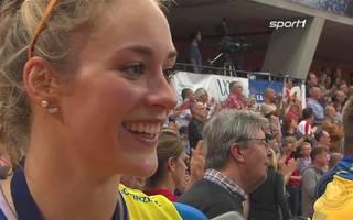 Louisa Lippmann vom SSC Palmberg Schwerin freut sich über den Meistertitel