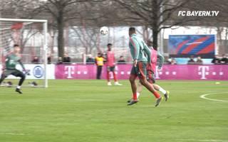 Jerome Boateng trifft wie Messi per Zauber-Lupfer im Training des FC Bayern