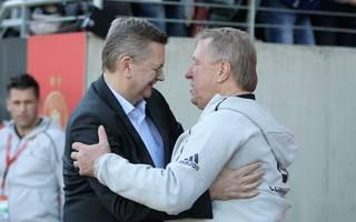DFB-Frauen: Horst Hrubesch verabschiedet sich in den Ruhestand, Horst Hrubesch (rechts) sitzt am Dienstag das letzte Mal auf der Bank der DFB-Frauen