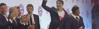 FC Bayern München: Spieler feiern nach dem Pokalsieg gegen RB Leipzig