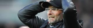 Jürgen Klopp vom FC Liverpool schlägt die Arme über dem Kopf zusammen