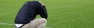 Kopflos ist Schalkes Trainer Domenico Tedesco nicht, aber nach fünf Niederlagen durchaus verzweifelt