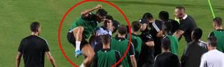 Flitzer beim Juventus-Training: Cristiano Ronaldo springt Security-Personal an