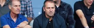 Hansi Flick (r.) soll das Interesse des FC Bayern geweckt haben