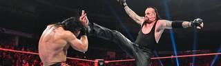 WWE Monday Night RAW: Undertaker kommt Roman Reigns zu Hilfe