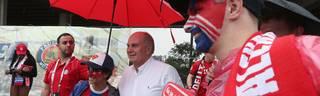 Uli Hoeneß wird von vielen Fans für seine Verdienste in 40 Jahren FC Bayern verehrt