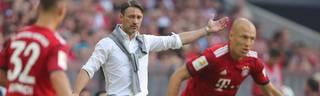 Niko Kovac (M.) ist seit Sommer Trainer von Arjen Robben beim FC Bayern München