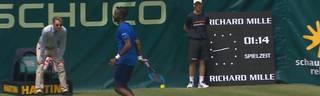 Gael Monfils glänzt beim ATP Turnier von Halle mit einem unglaublichen Schlag