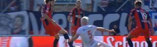 Fabricio Coloccini verucht gegen Hurcan den Zidane-Trick und fliegt vom Platz