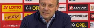 PK mit Trainer Andre Breitenreiter von Hannover 96 nach dem Spiel gegen Mainz 05